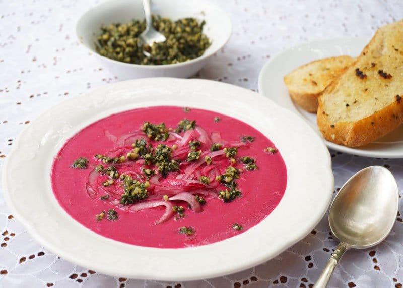 Суп из пахты и свеклы с песто фото