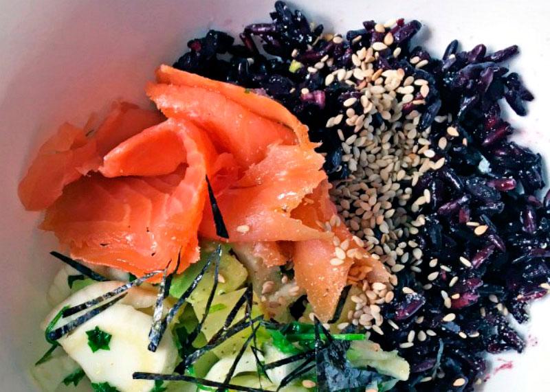 Лосось с черным рисом рецепт фото