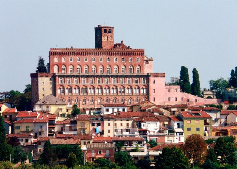 замок Монферрато фото