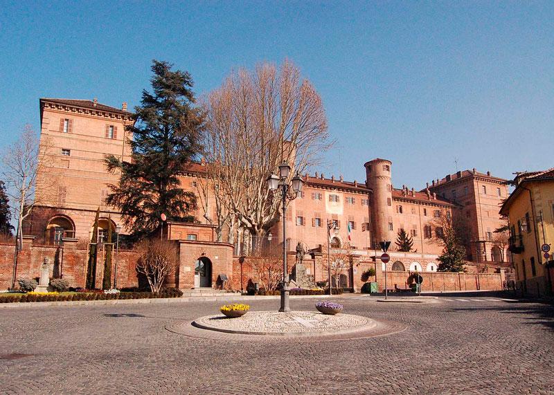 замок Монкальери фото