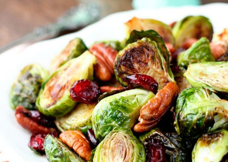 Салат из брюссельской капусты фото