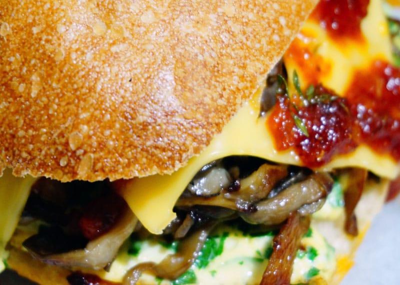 Сэндвич с омлетом фото