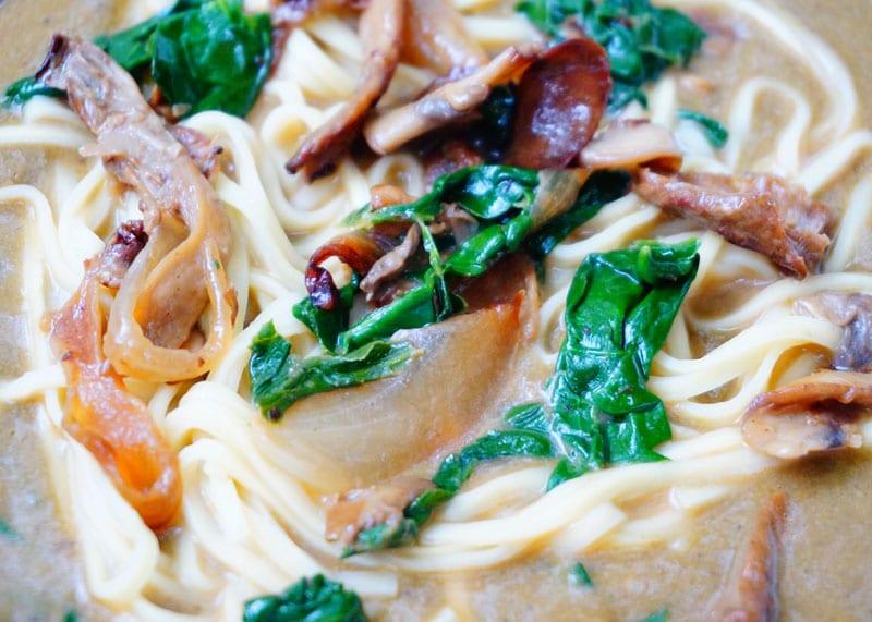 Суп из грибов и шпината фото