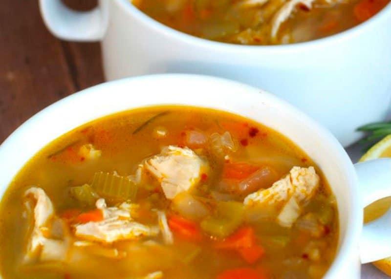 Куриный суп с лимоном и розмарином фото