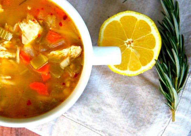 Рецепт куриного супа с розмарином и лимоном фото