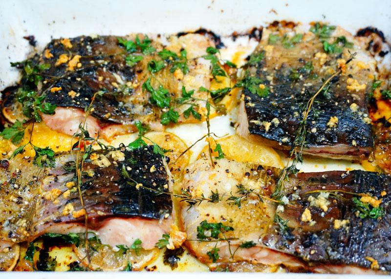 Рыба в масле с чесноком и цитрусовыми фото
