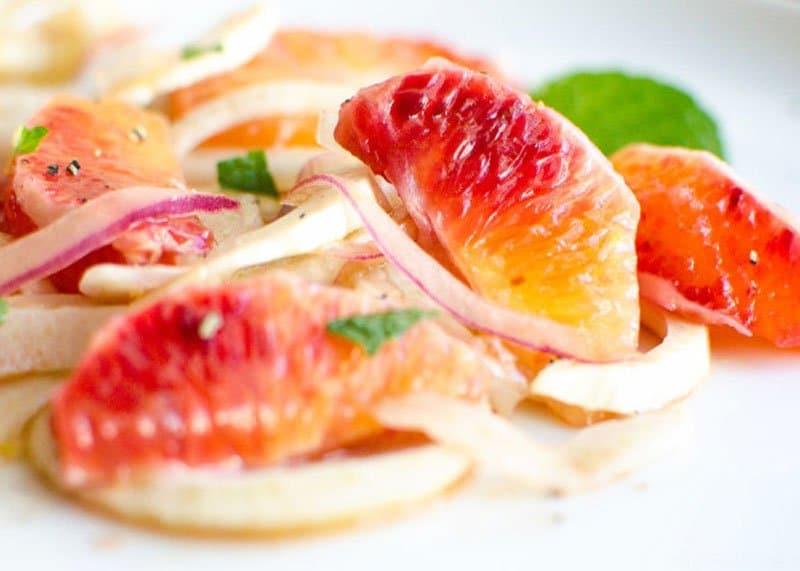 Салат из красных апельсинов и фенхеля рецепт фото