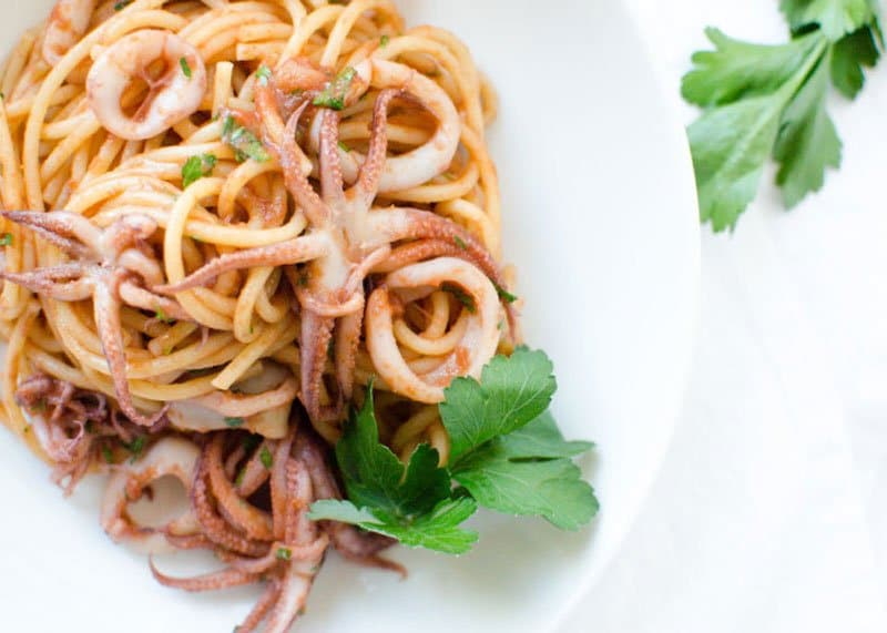 Спагетти с кальмарами фото