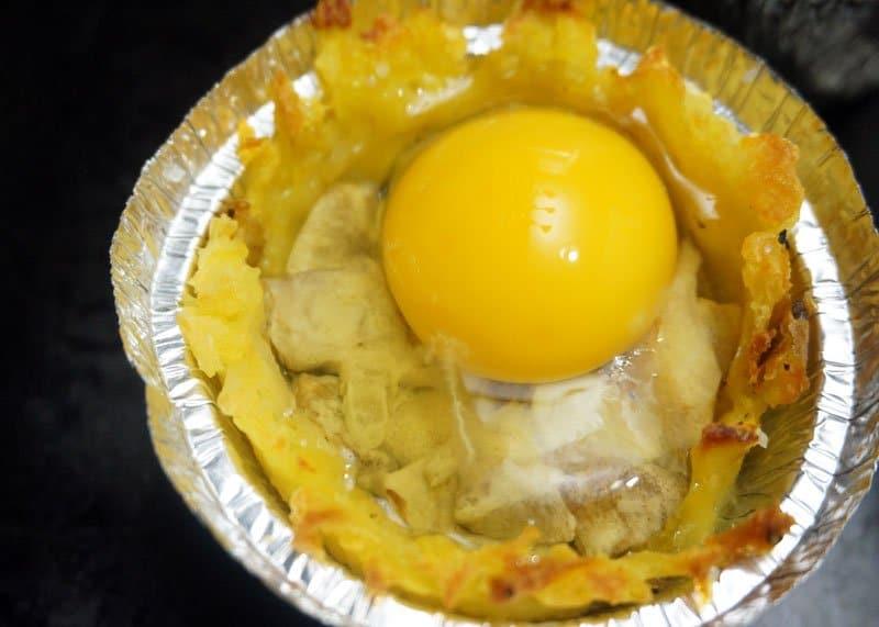 Яйца в картофельных корзинках фото