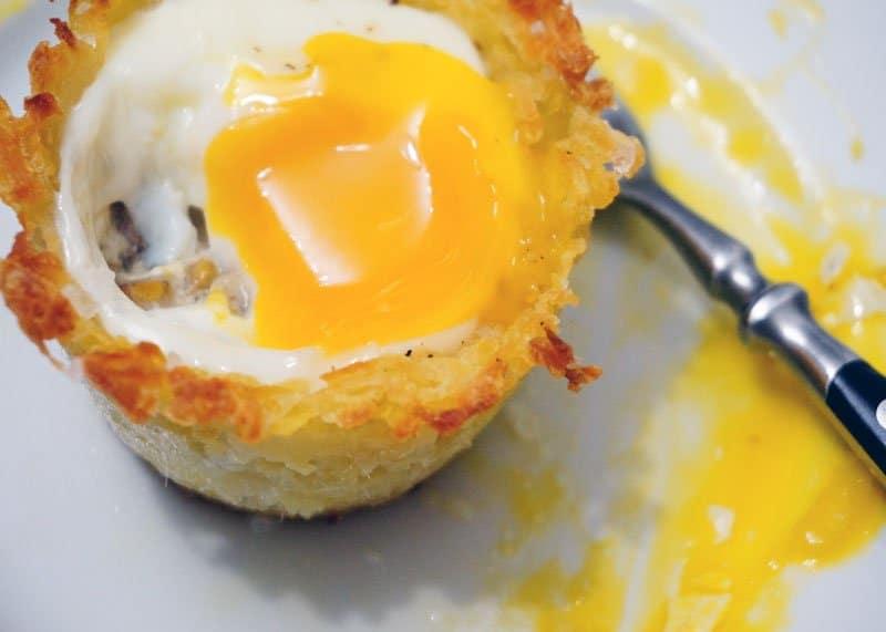 Яйца в картофельных корзинках рецепт фото