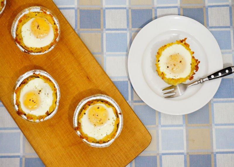 Яйца в корзинках из картофеля приготовление фото