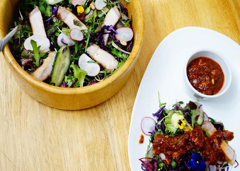 Салат со свиным стейком фото