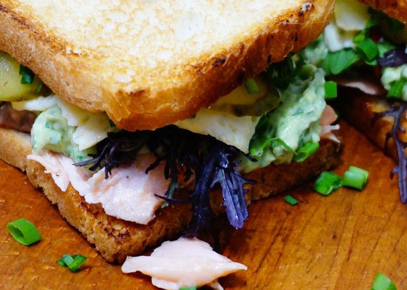Сэндвич с жаренным лососем рецепт приготовления фото