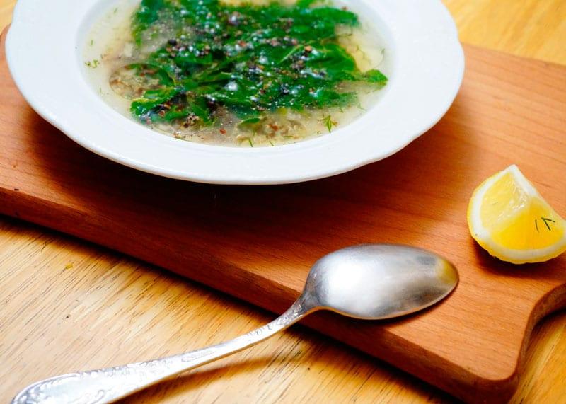 Суп из киноа и шпината фото