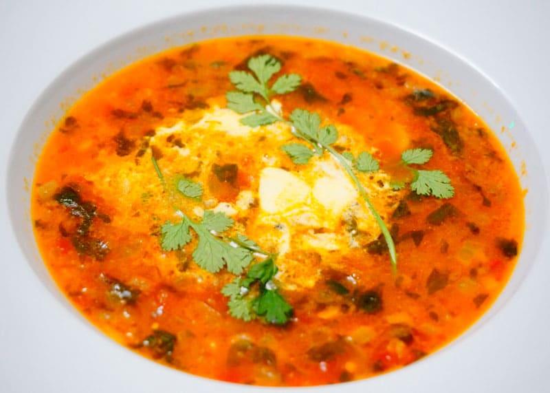 Томатный суп с кокосовым молоком и чечевицей фото