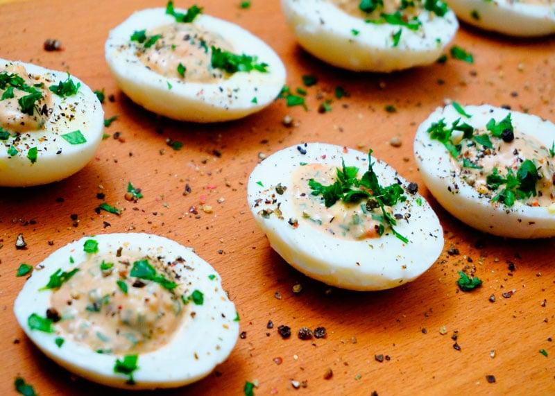 Фаршированные куриные яйца фото
