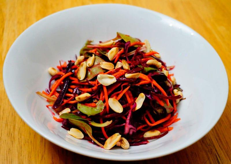 Салат из капусты, моркови и свеклы фото