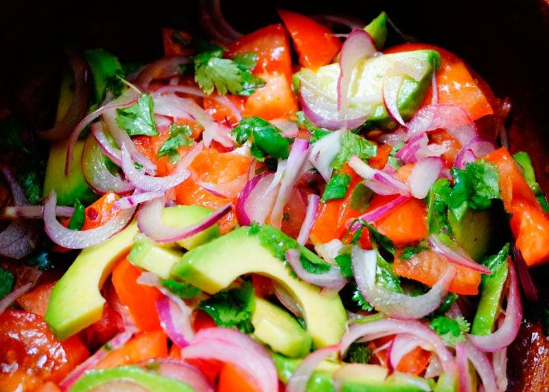 Салат из помидоров и авокадо фото
