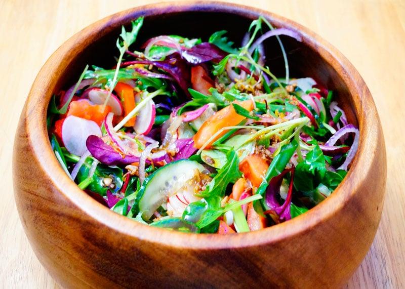 Салат из помидоров и зелени фото