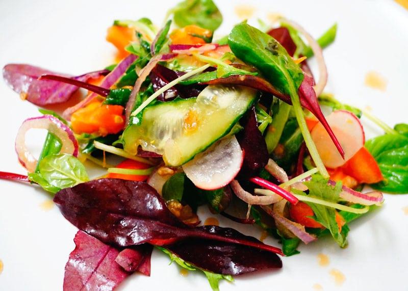 Салат из помидоров и зелени рецепт фото