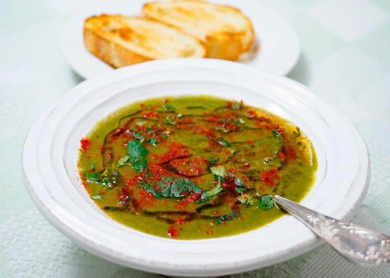 Суп из зеленой чечевицы и зелени фото