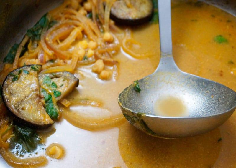 Суп с нутом и жареными баклажанами фото