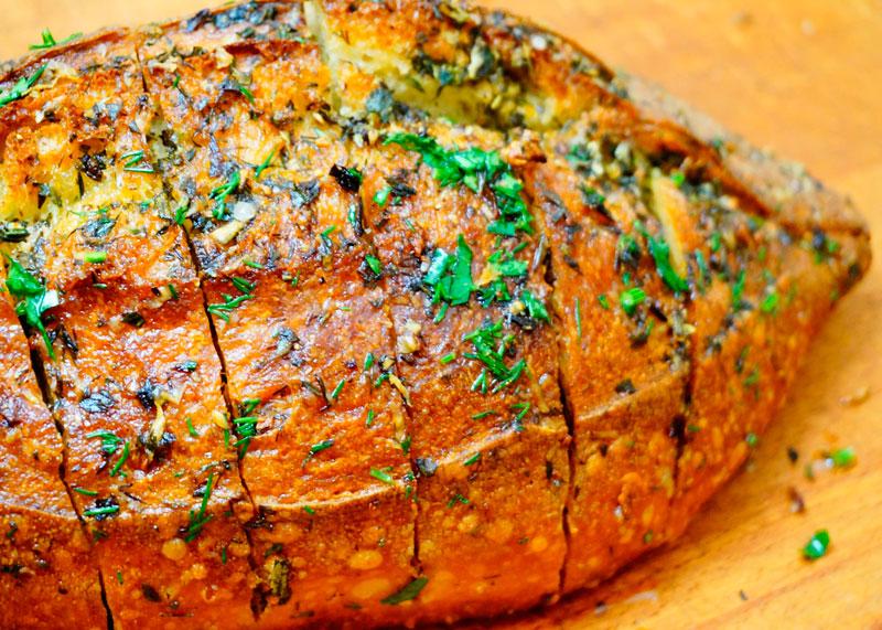 Хлеб с чесноком и зеленью фото