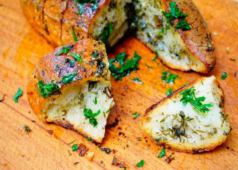 Рецепт хлеба с чесноком и зеленью фото