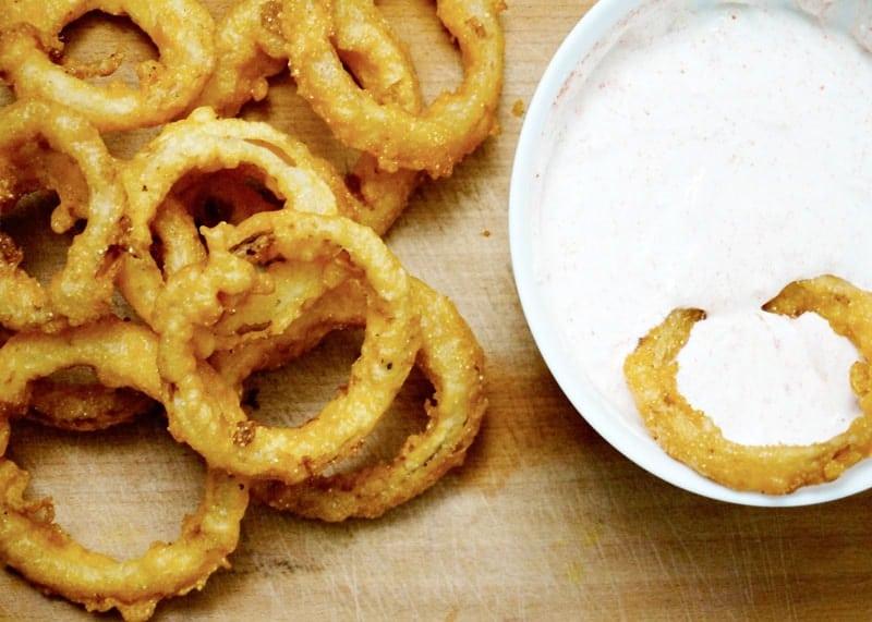 Луковые кольца в кляре рецепт фото