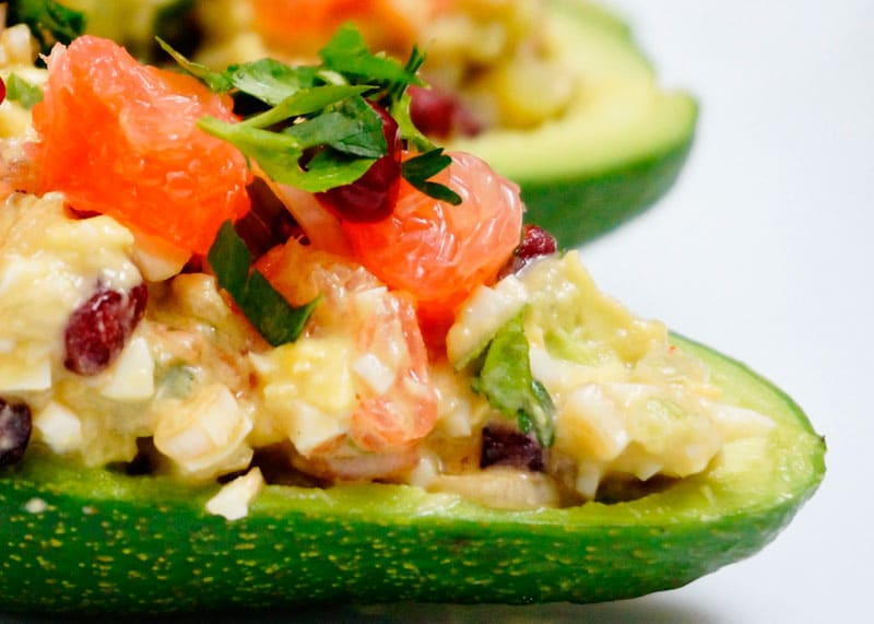 Авокадо с сальсой из лука фото
