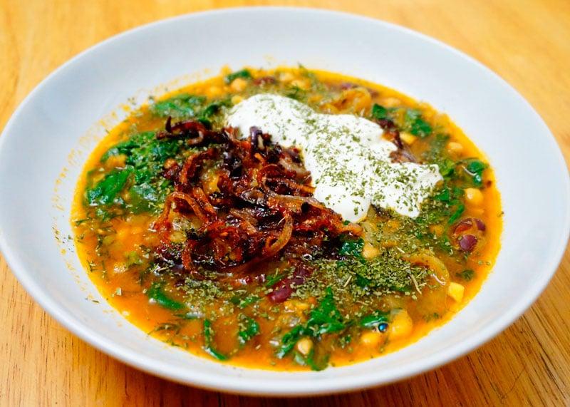 Фасолевый суп с карамелизированным луком фото