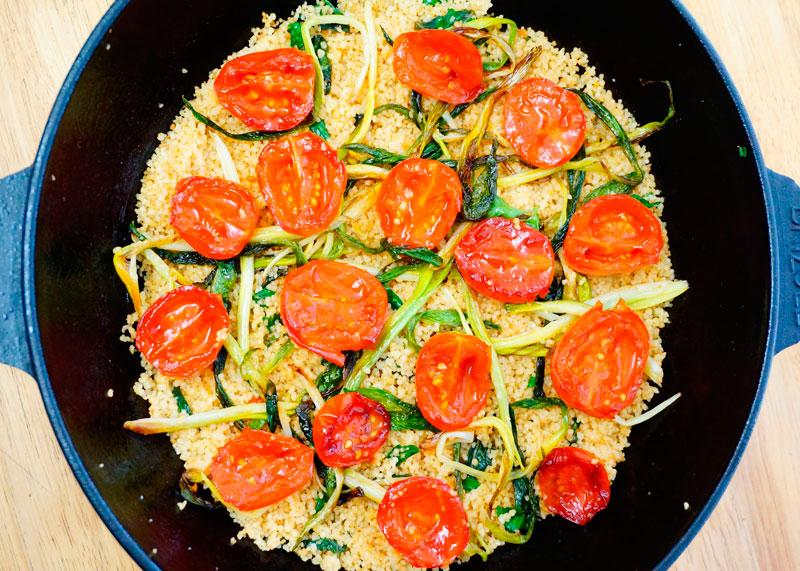 Кус-кус с жаренными помидорами черри фото