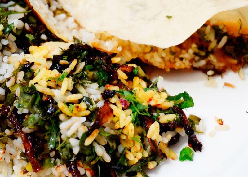 Рис с зеленью, шафраном и чесноком фото