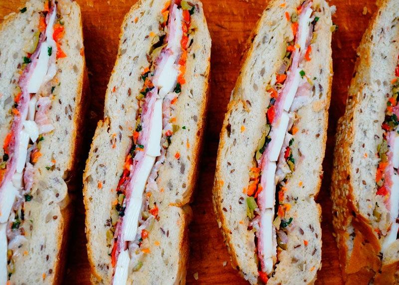 Сэндвичи из хлеба муфулетта фото