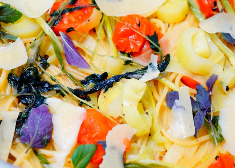 Рецепт спагетти с овощами и зеленью фото