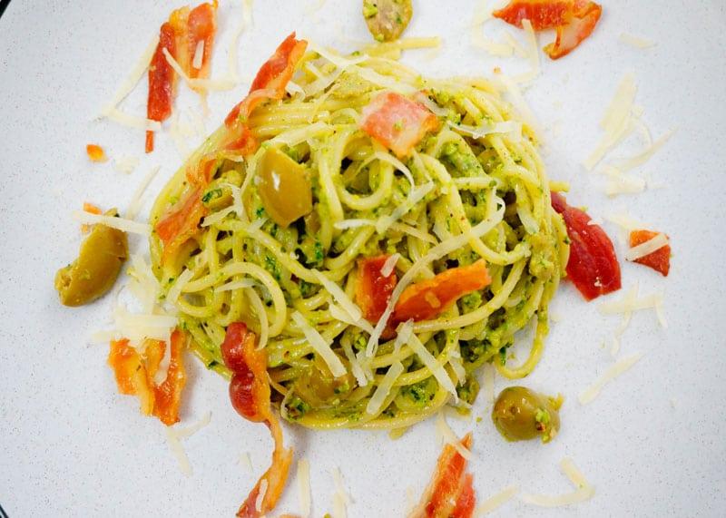 Спагетти с песто из черемши фото
