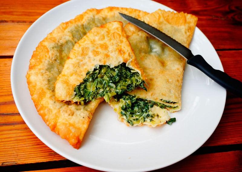 Чебуреки с зеленью и яйцом рецепт фото