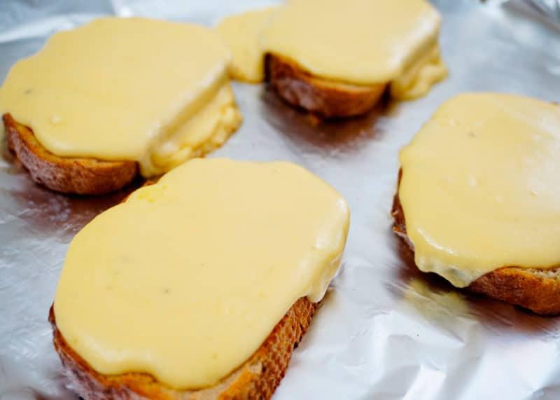 Гренки с сыром по-валлийски фото