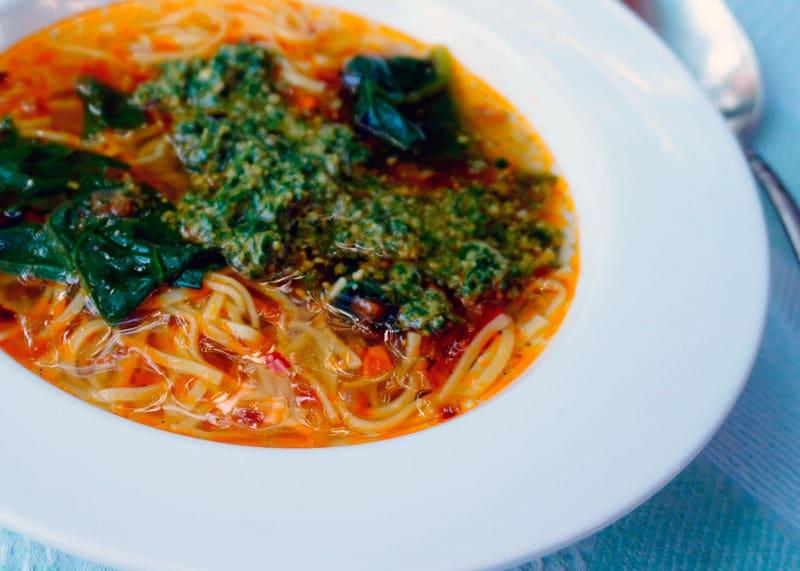 Овощной суп на пармском бульоне фото