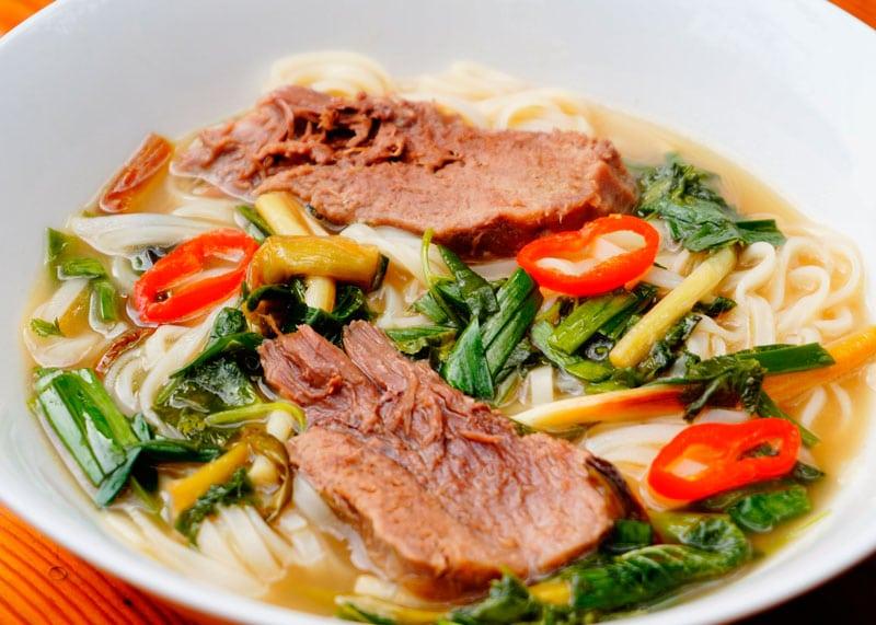 Вьетнамский суп фо со свиным языком фото