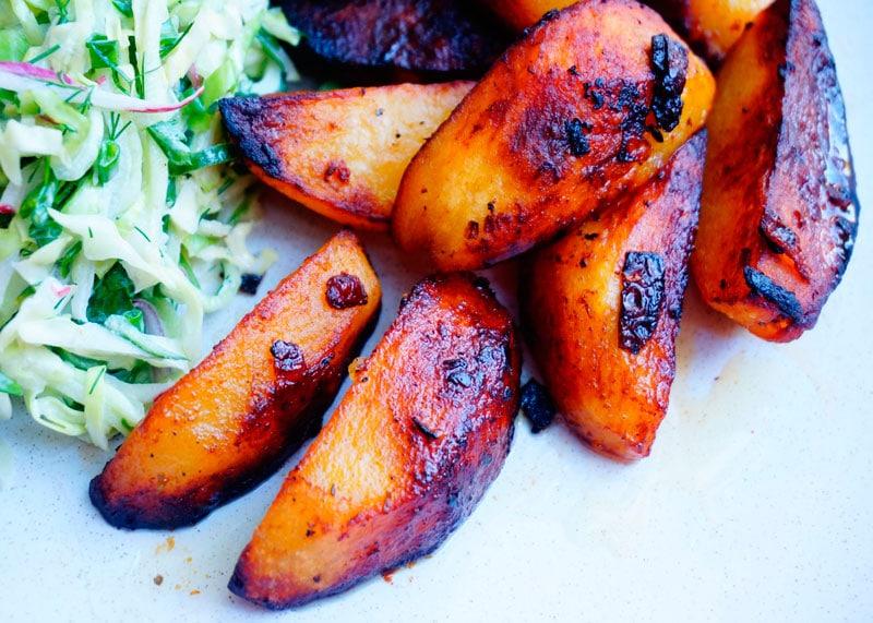 Жареная картошка с салатом фото