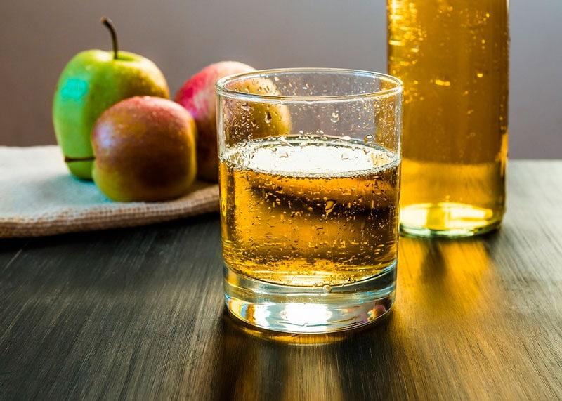 Сидр и яблоки фото