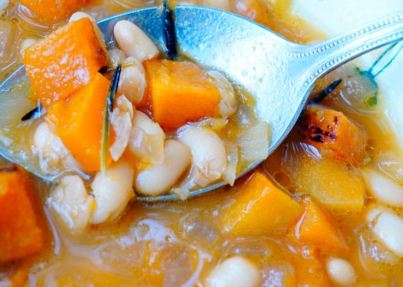 Рецепт суп из тыквы, фасоли и розмарина фото