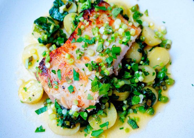 Белая рыба с теплым салатом рецепт фото