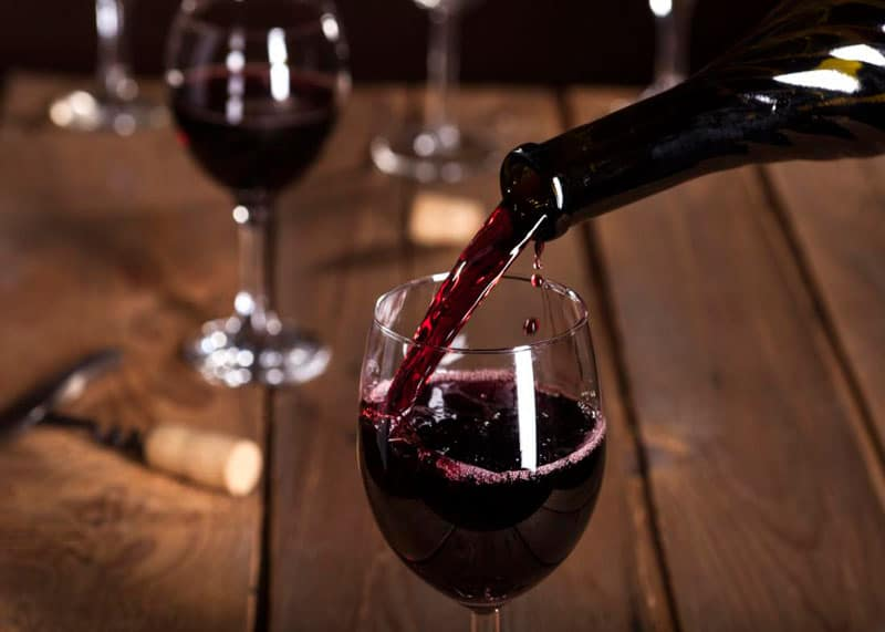 Бутылка с вином фото