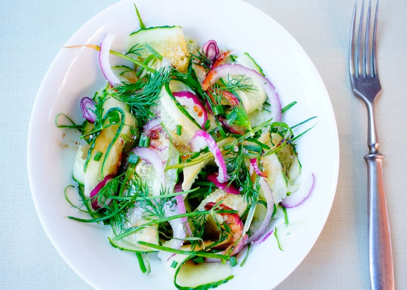 Огуречный салат с луком фото