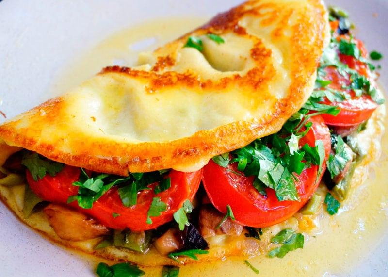 Омлет с овощным рагу фото