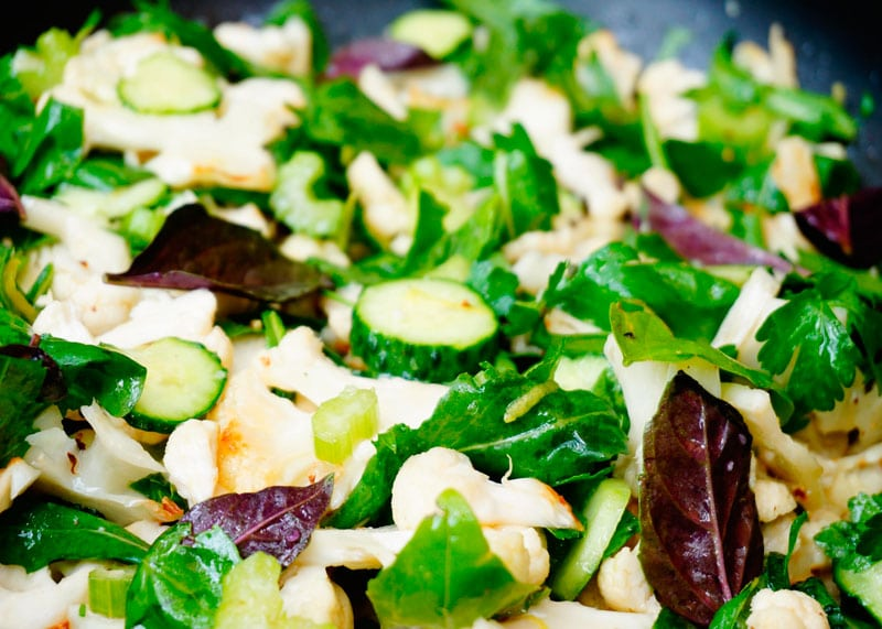 Салат из цветной капусты и огурцов фото
