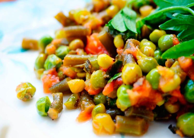 Зеленый горошек с чесноком рецепт фото