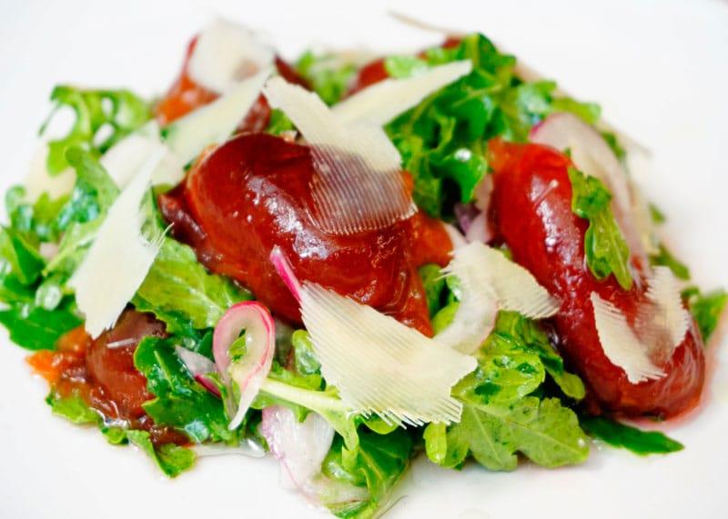 Салат из рукколы и маринованных слив рецепт фото
